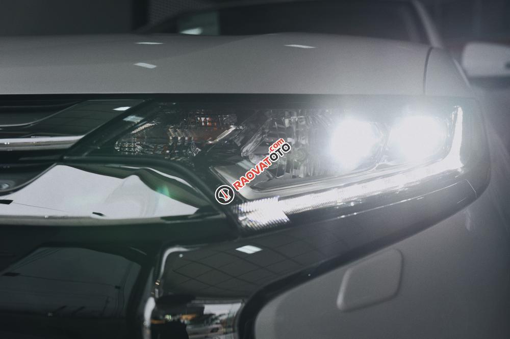 Siêu phẩm Outlander 2.0 bản 7 chổ đã có mặt tại Mitsubishi Quảng Bình-0