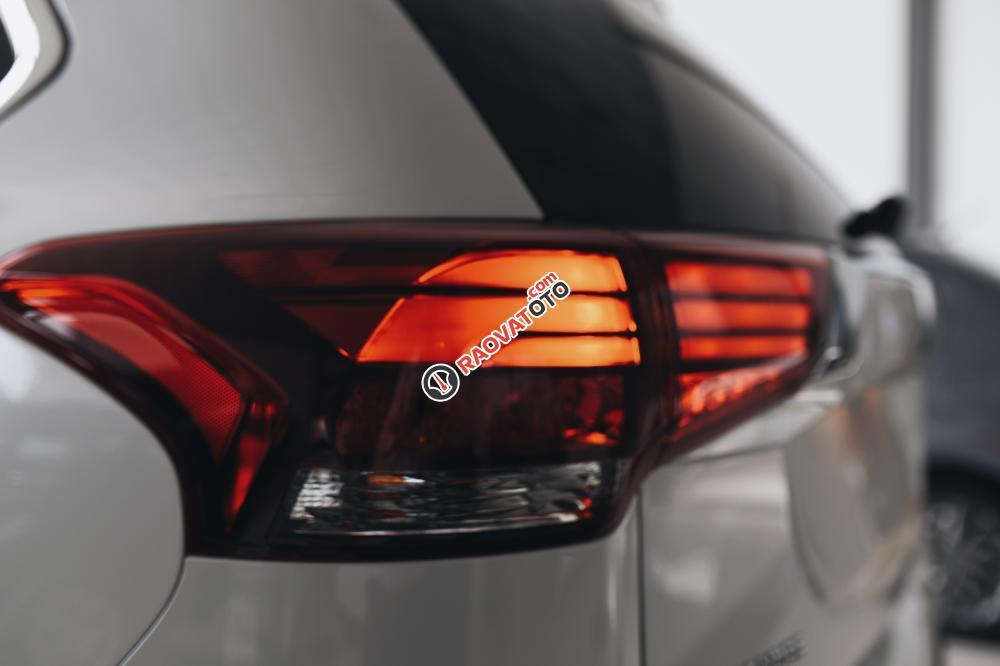 Siêu phẩm Outlander 2.0 bản 7 chổ đã có mặt tại Mitsubishi Quảng Bình-3