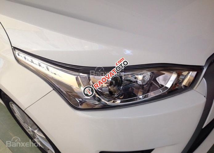 Cần bán Toyota Yaris E màu trắng giao ngay, khuyến mại lớn 2018-0