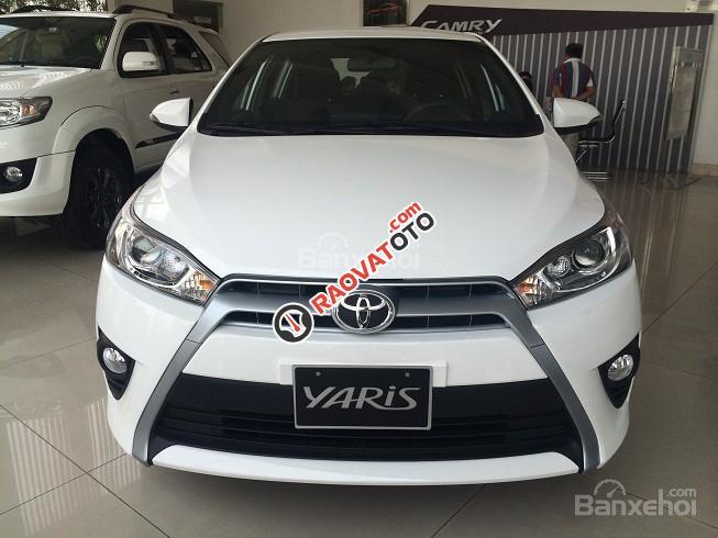 Cần bán Toyota Yaris E màu trắng giao ngay, khuyến mại lớn 2018-2
