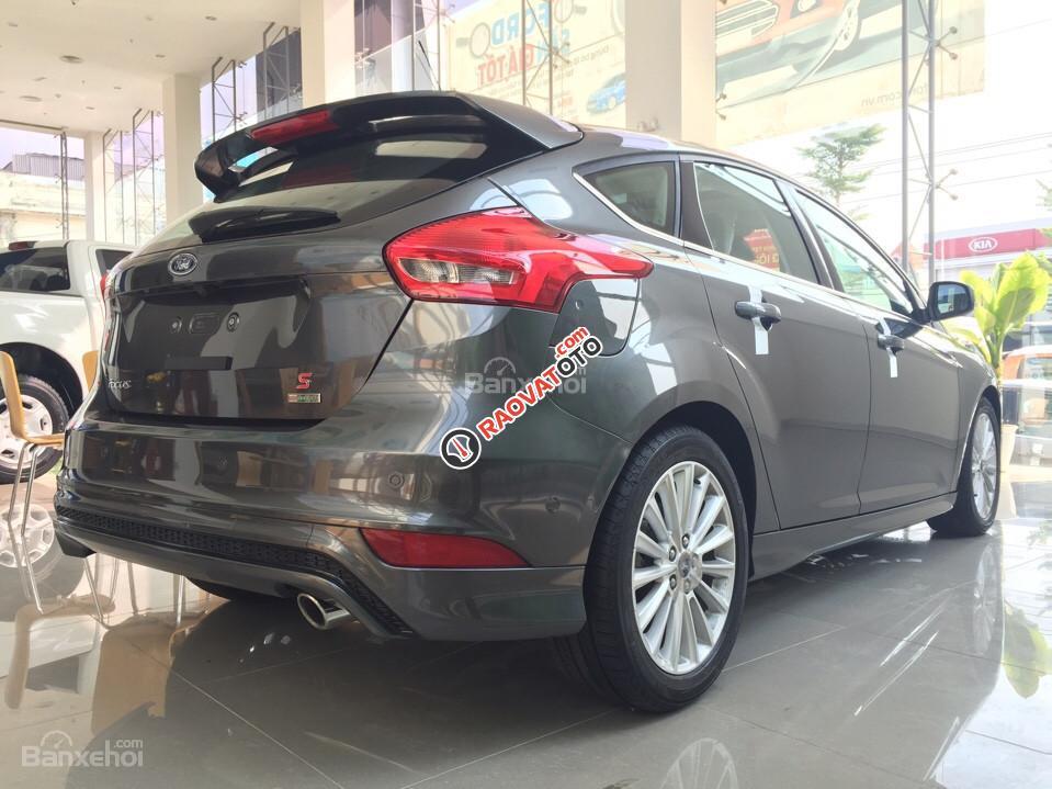 Cần bán xe Ford Focus 1.5 Titatium năm 2017, màu nâu hổ phách, giá tốt-1