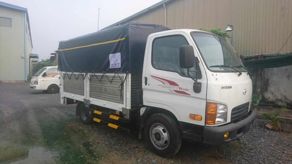 Bán xe Hyundai Mighty 2,5 tấn -2020, màu trắng-1