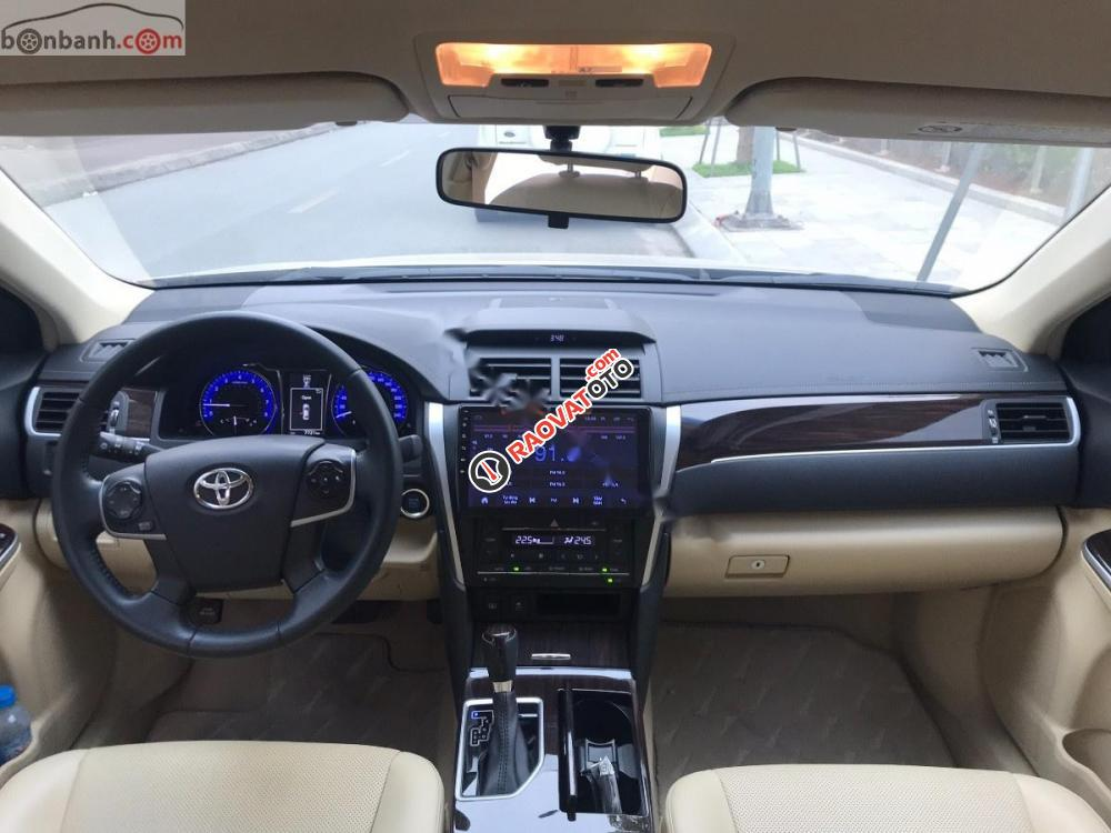 Cần bán lại xe Toyota Camry sản xuất 2018, màu vàng như mới -6