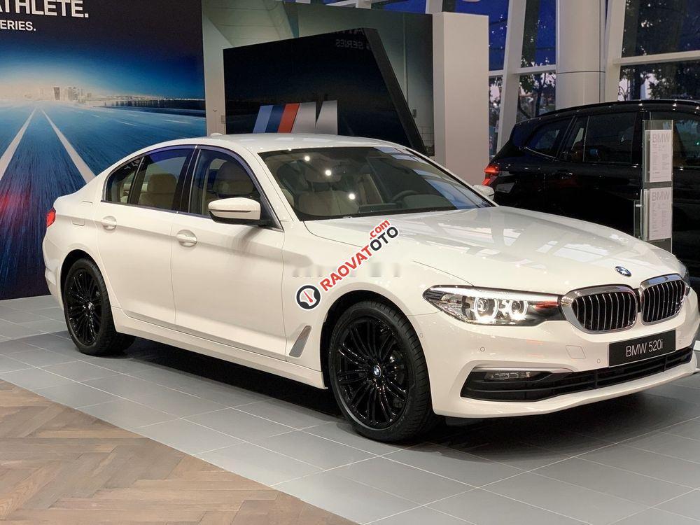 Bán BMW 520i đời 2019, màu trắng, nhập khẩu-0