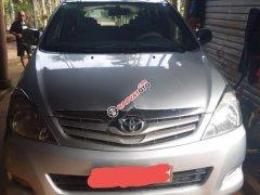 Cần bán lại xe Toyota Innova đời 2009, màu bạc xe nguyên bản