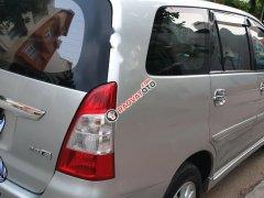 Cần bán Toyota Innova 2.0E đời 2012, màu bạc số sàn, 435tr