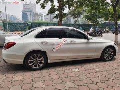 Cần bán Mercedes C200 đời 2018, màu trắng