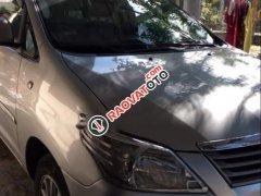 Cần bán xe Toyota Innova sản xuất 2013, màu bạc, xe nhập