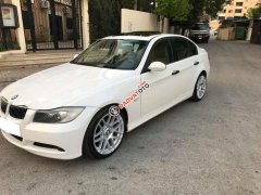 Cần bán xe BMW 320i 2007 màu trắng, nội thất kem