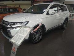 Cần bán xe Mitsubishi Outlander 2.0, màu trắng