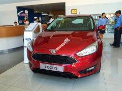 Ford Focus giảm giá còn 570 tặng phụ kiện