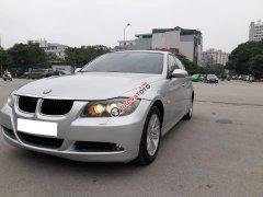 Gia đình cần bán BMW 320i, sản xuất 2008, số tự động, màu bạc