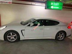 Bán ô tô Porsche Panamera sản xuất năm 2014, màu trắng, nhập khẩu nguyên chiếc xe gia đình