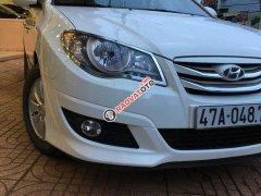 Gia đình bán xe Hyundai Avante sản xuất 2013, màu trắng số sàn