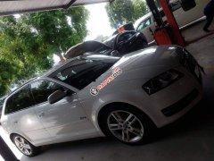 Cần bán Audi A3 sản xuất năm 2010, màu trắng, nhập khẩu, xe gia đình