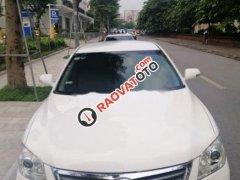 Cần bán xe Toyota Camry 2.0 đời 2010, màu trắng, nhập khẩu nguyên chiếc, giá chỉ 540 triệu
