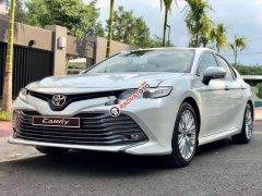 Bán Toyota Camry sản xuất năm 2019, màu trắng, nhập khẩu