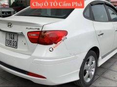 Cần bán gấp Hyundai Avante sản xuất 2013, màu trắng