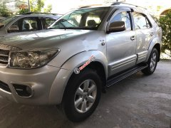 Cần bán Toyota Fortuner 2.5G đời 2009, màu bạc, giá 585tr