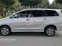 Cần bán nhanh với giá ưu đãi chiếc Toyota Innova E đời 2015, màu bạc giao nhanh