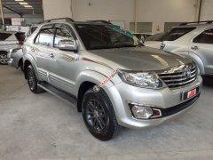 Bán giá thấp với chiếc Toyota Fortuner 2.7V đời 2013, màu bạc, giao nhanh