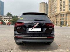 Bán nhanh chiếc Volkswagen Tiguan, sản xuất 201, màu đen, xe nhập khẩu, giá rẻ
