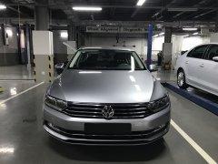 Volkswagen Passat High giảm tiền mặt 177 triệu