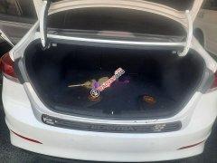 Bán Hyundai Elantra đời 2017, màu trắng, số sàn