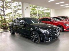 Cần bán Mercedes C300AMG sản xuất 2019, màu đen