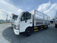 Xe tải Hino 2020 5 tấn XZU730L-Thùng mui bạt 5.6m