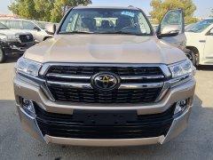 Bán Toyota Land Cruise 5.7 VXS 2021, màu vàng, nhập Trung Đông, xe có sẵn giao ngay