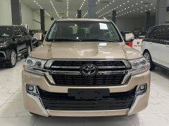 Duy nhất 1 xe màu vàng Toyota Land Cruiser 5.7 VXS 2021 mới 100%