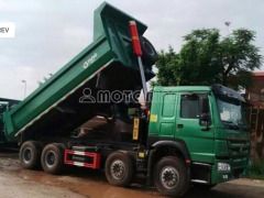 Bán xe ben tàu oto tải tự đổ CNHTC HOWO zz3317N3067W (371HP) 2015, màu xanh lục, giá 630 triệu