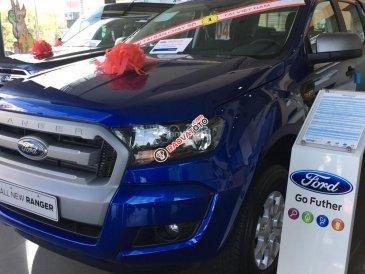 Bán ô tô Ford Ranger 2.2L AT 4x2 Wildtrak năm 2017, màu xanh lam, nhập khẩu