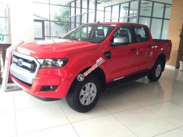 Bán xe Ford Ranger 2.2L XLS AT 4x2 sản xuất 2017, màu đỏ, nhập khẩu