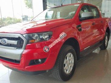 Bán xe Ford Ranger 2.2L XLS MT 4x2 2017, màu đỏ, xe nhập, giá tốt